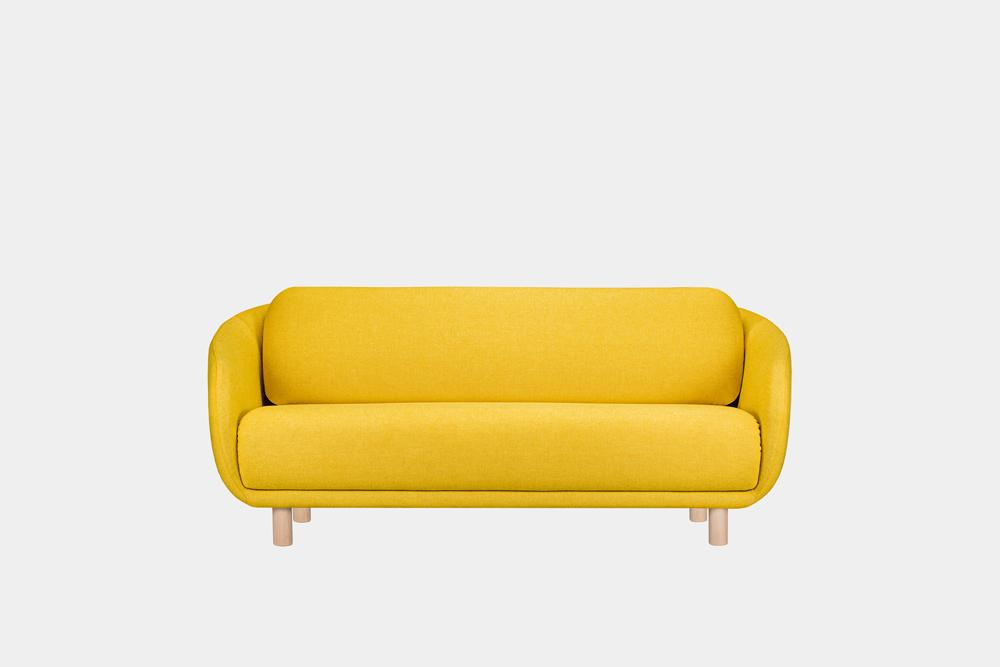 Bobo-sohva sahramin värisellä Hallingdal-kankaalla ja koivujalalla.