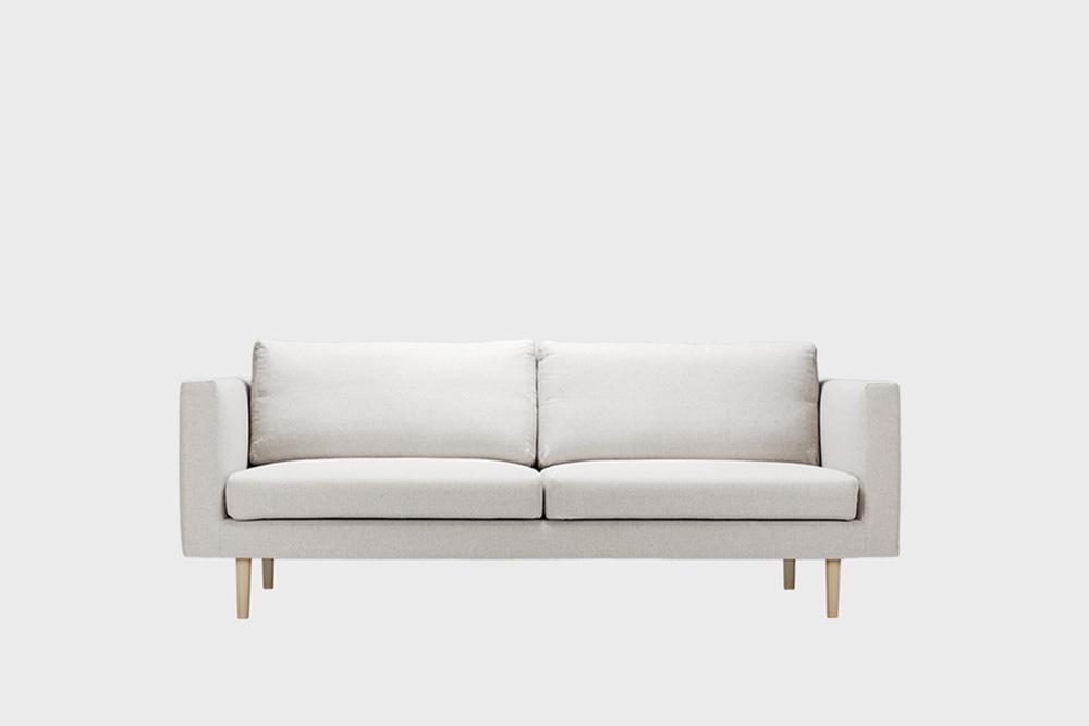 Cosy-sohvan irtopäällinen kitin värinen Florist-kankaalla.