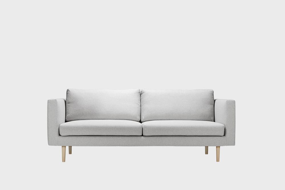 Cosy-sohvan irtopäällinen vaaleanharmaalla Florist-kankaalla.
