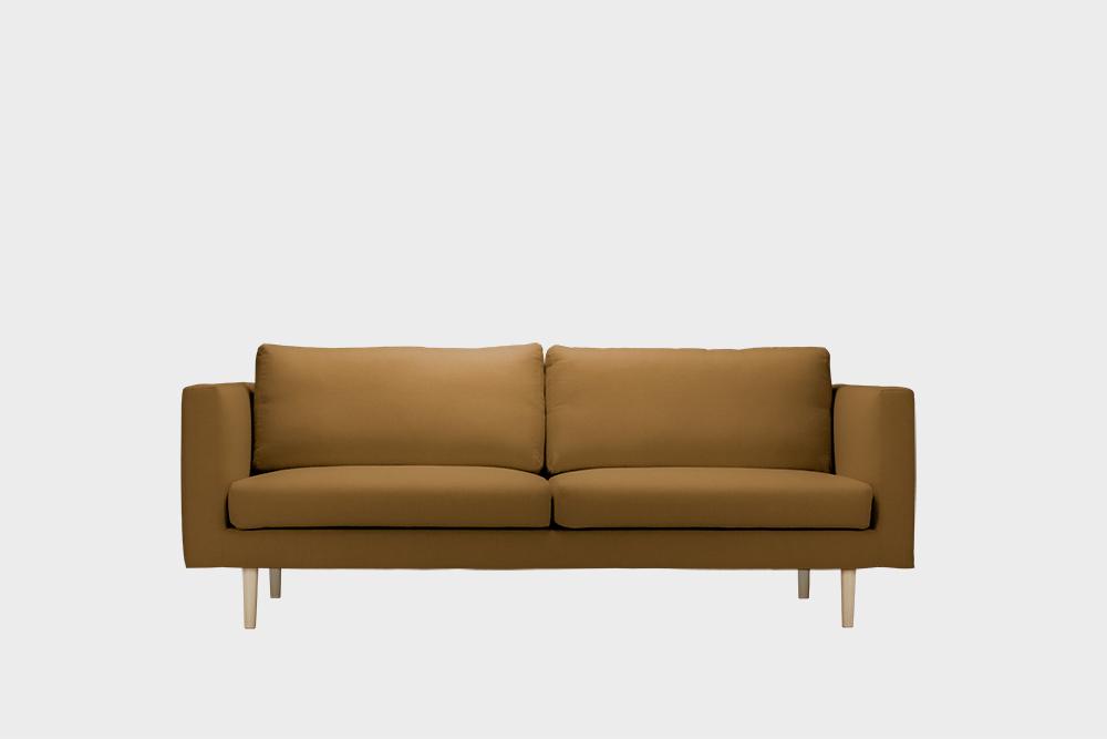 Cosy-sohvan irtopäällinen kamelin värisellä Soft-kankaalla.