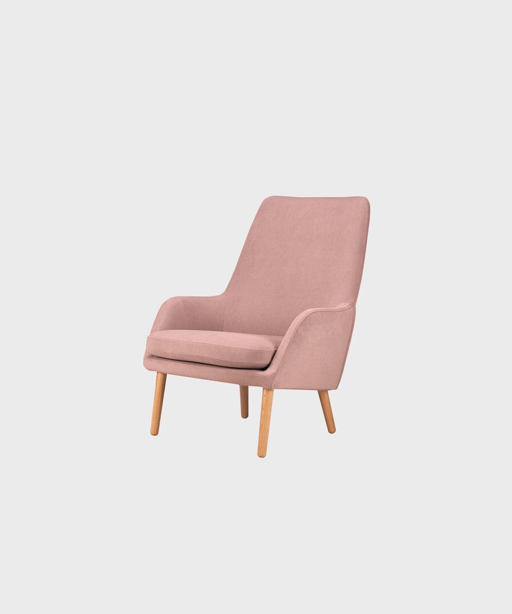 Day-nojatuoli vaaleanpunaisella Soft-kankaalla ja tammijalalla.