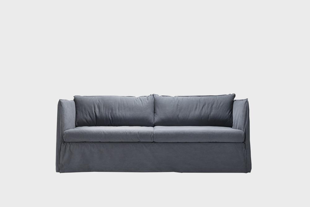 Filippa sohva siniharmaalla Ranch-kankaalla.