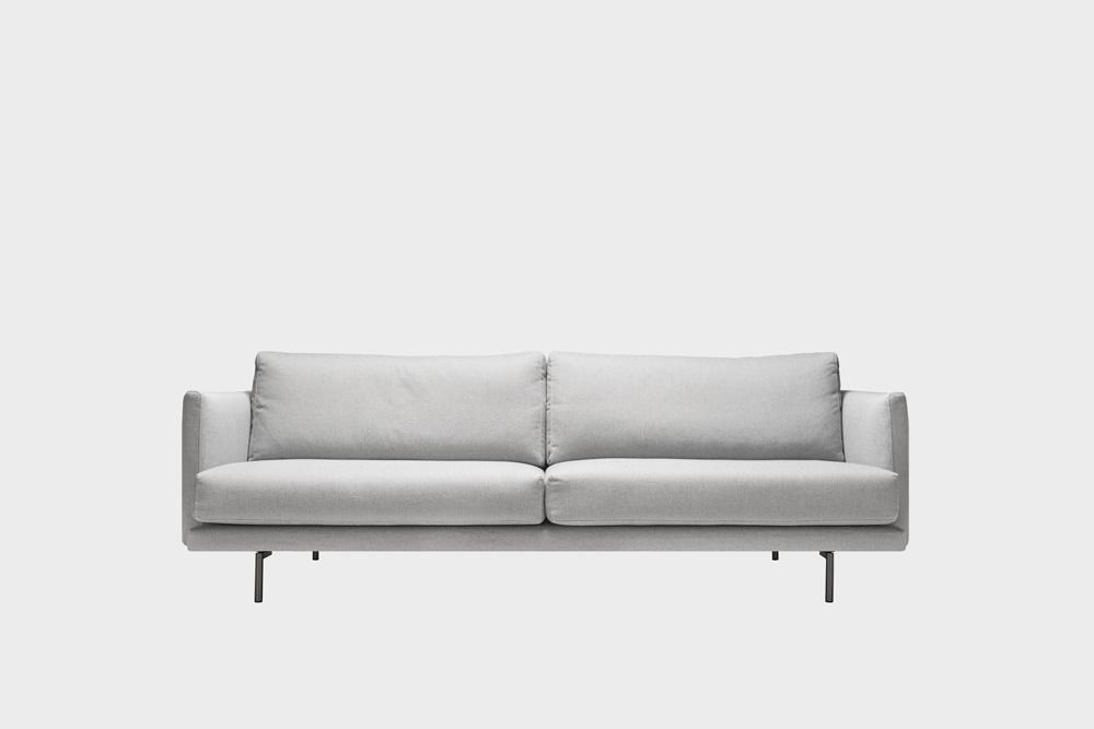 Lazy-sohva vaaleanharmaalla Florist-kankaalla ja metallijalalla.