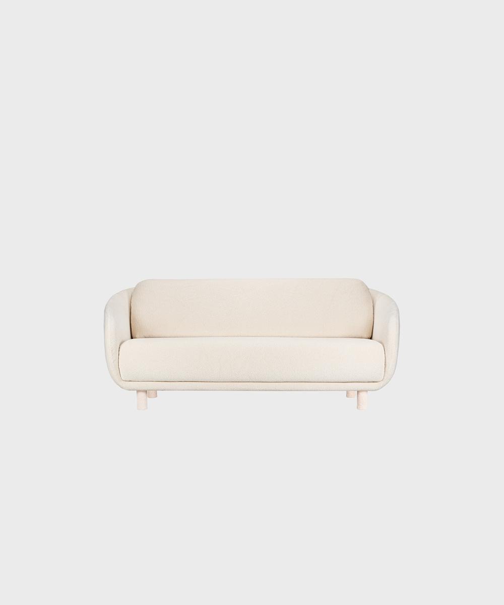 Bobo-sohva luonnonvalkoisella Cloud-kankaalla ja irroitettavilla säärystimillä.