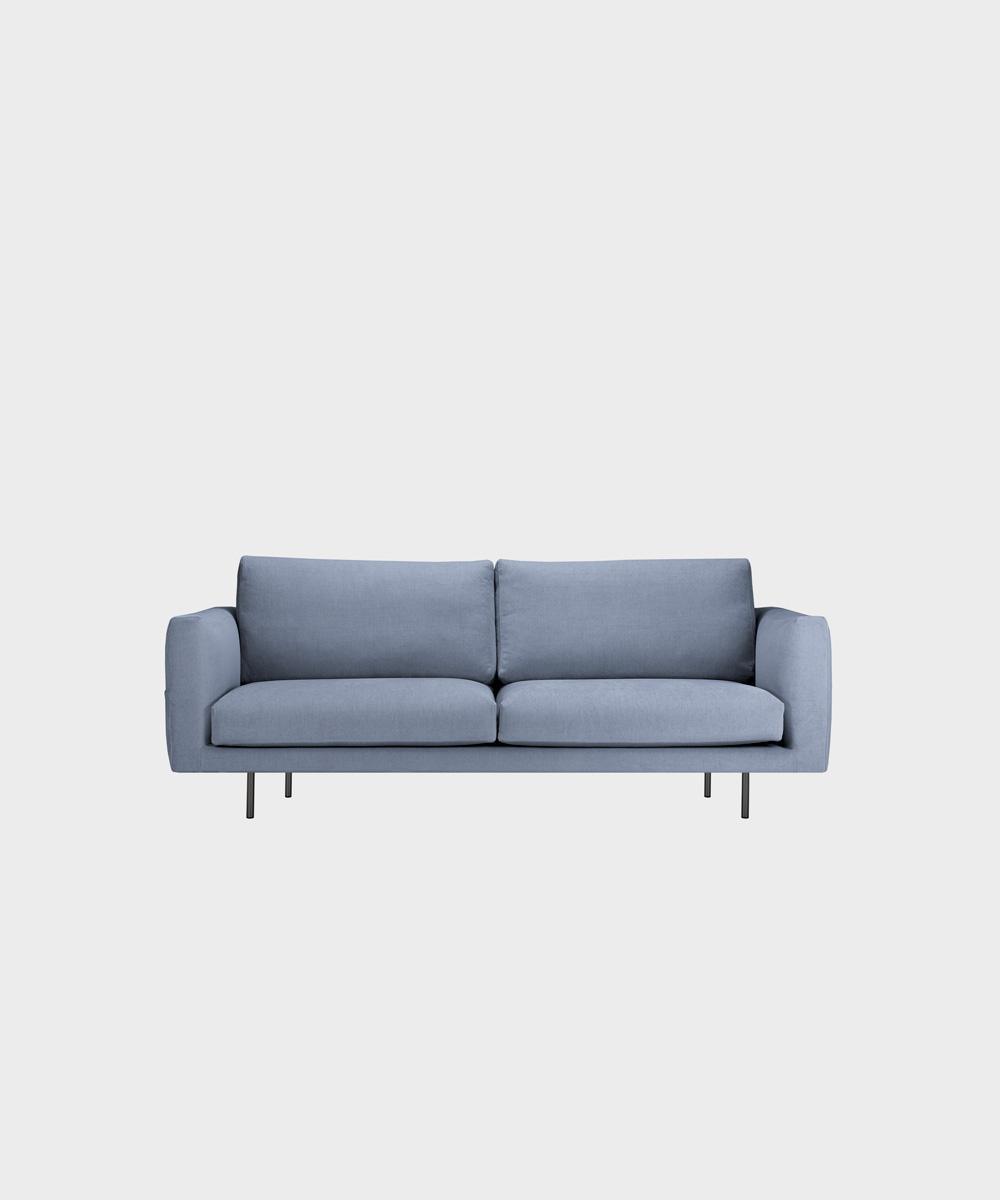 Cosy Pocket -sohva vaaleansinisellä Soft-kankaalla ja metallijalalla.
