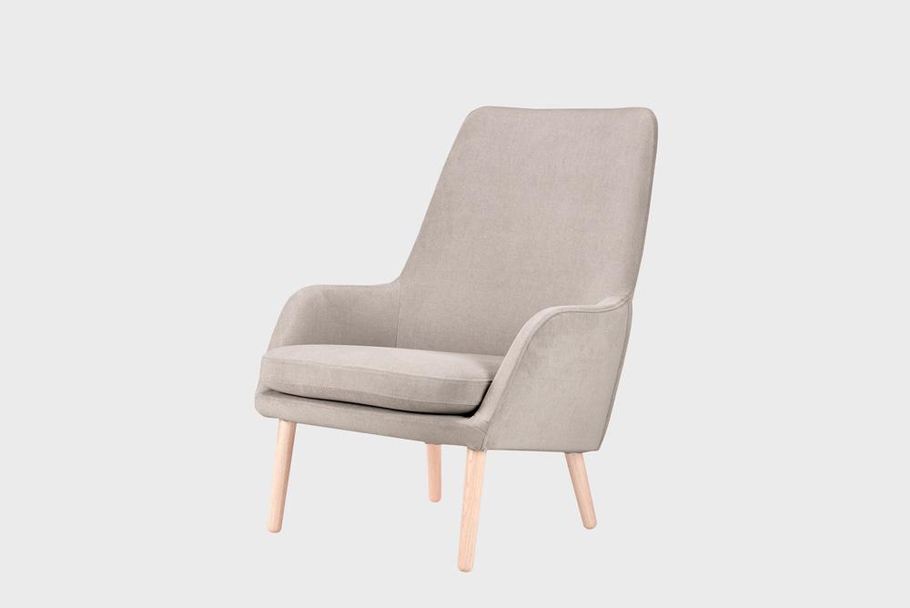 Day-nojatuoli laten värisellä Soft-kankaalla ja koivujalalla.