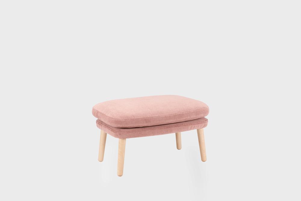 Day-rahi vaaleanpunaisella Soft-kankaalla ja koivujalalla.