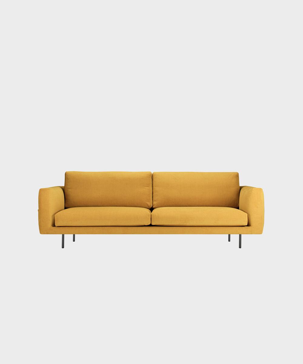 Iso Cosy Pocket -sohva okran värisellä Soft-kankaalla ja metallijalalla.