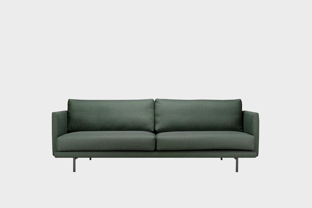 Lazy Wool -sohva sammaleenvihreällä Canvas-kankaalla ja metallijalalla.
