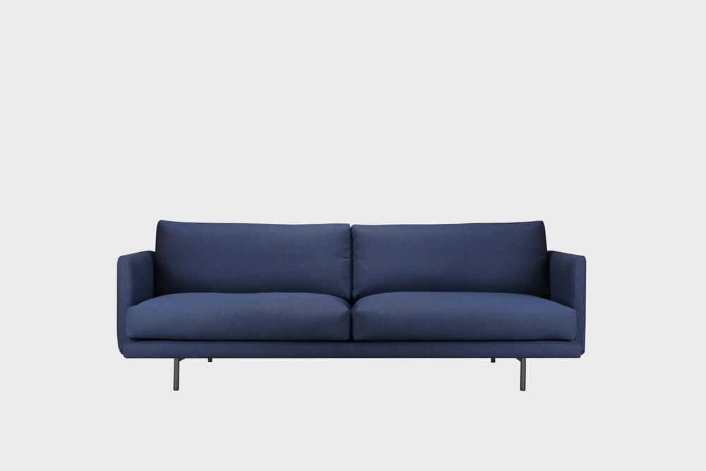 Lazy Wool -sohva tummansinisellä Canvas-kankaalla ja metallijalalla.