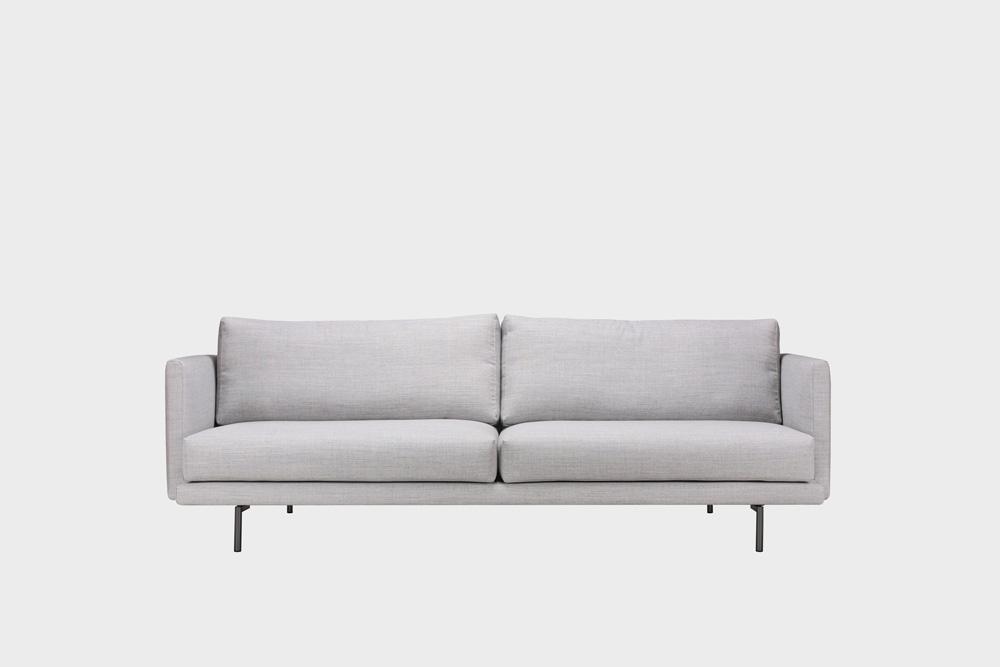 Lazy Wool -sohva vaaleanharmaalla Canvas-kankaalla ja metallijalalla.