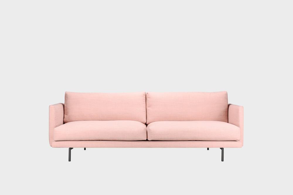 Lazy Wool -sohva vaaleanpunaisella Canvas-kankaalla ja metallijalalla.