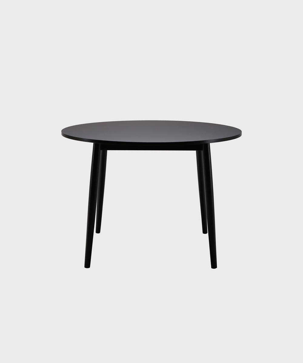 Musta Pinna-pöytä.