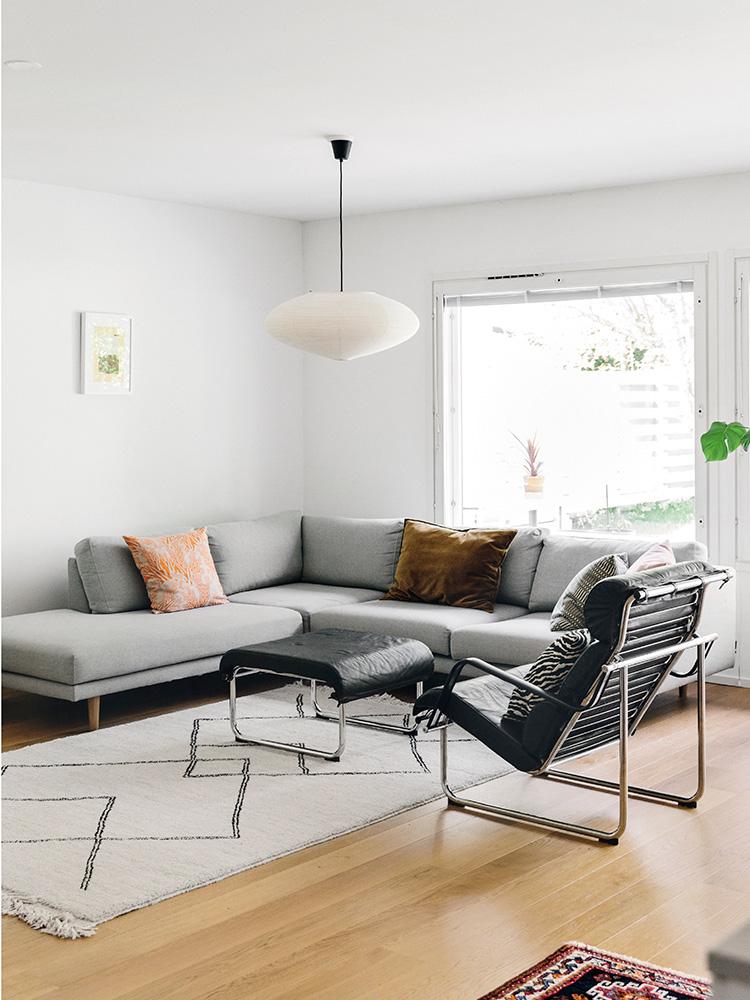 Hakola Friends: Lazy kulmadivaani -sohva Tiinan kotona