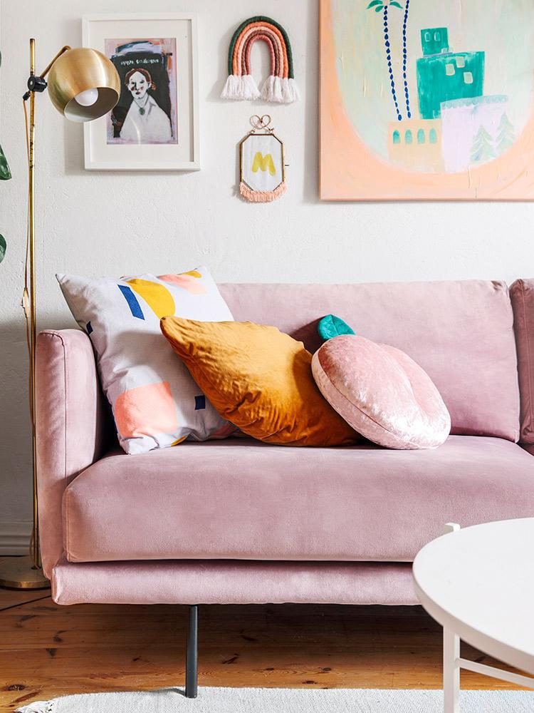Hakola Friends: Lazy Velvet -sohva ja Round-pöytä Tiinan kotona