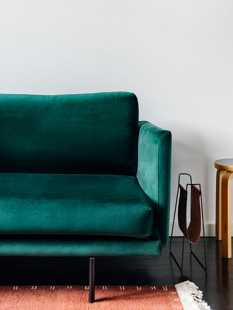 Hakola Friends: Lazy Velvet -sohva Johanneksen kotona