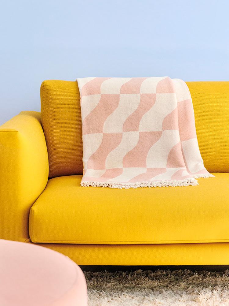 Hakola Laine-villahuopa vaaleanpunaisena