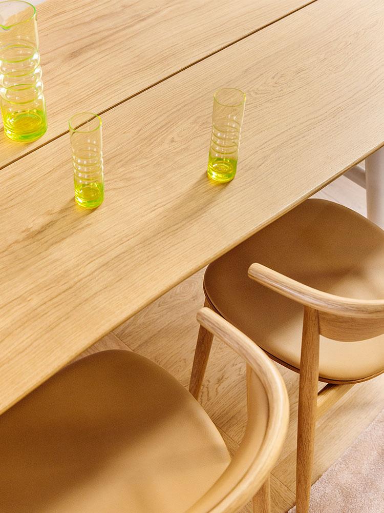 Hakola Woody saarnesta ja mama-pöytä tammesta.
