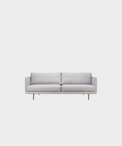 Hakola Lazy Wool pieni -sohva vaaleanharmaalla Canvas-kankaalla ja mustilla metallijaloilla.