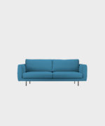 Hakola Cosy Pocket pieni -sohva taivaansinisellä Hallingdal-kankaalla ja mustilla metallijaloilla