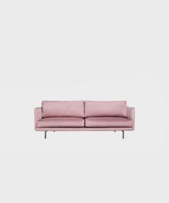 Lazy Velvet pieni -sohva Roosan värisellä Musone-kankaalla ja mustilla metallijaloilla