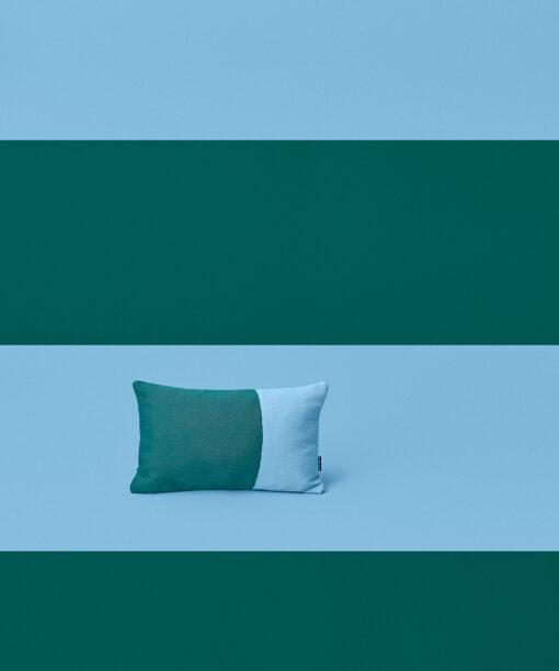 Hakola Jättitatti-sisustustyyny sinivihreällä Jättitatti-kankaalla