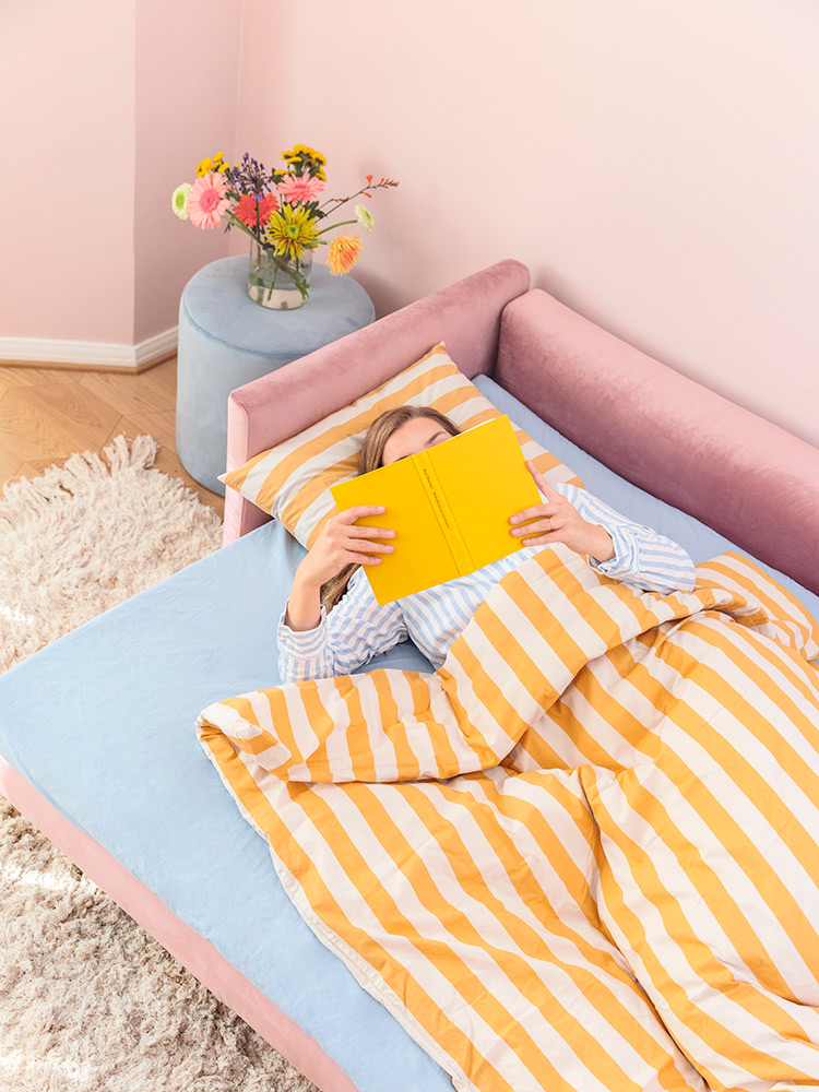 Hakola Lazy Velvet -vuodesohva roosan värisellä Musone-kankaalla