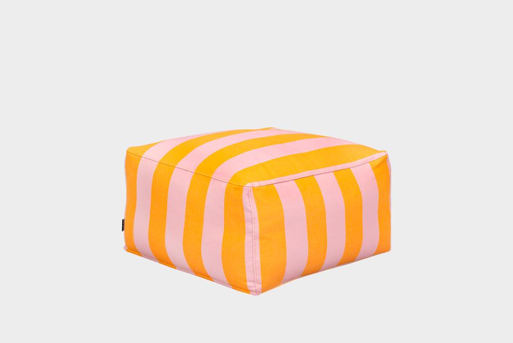 Hakola Story Wool -rahi vaaleanpunakeltaisella Jokiraita-kankaalla