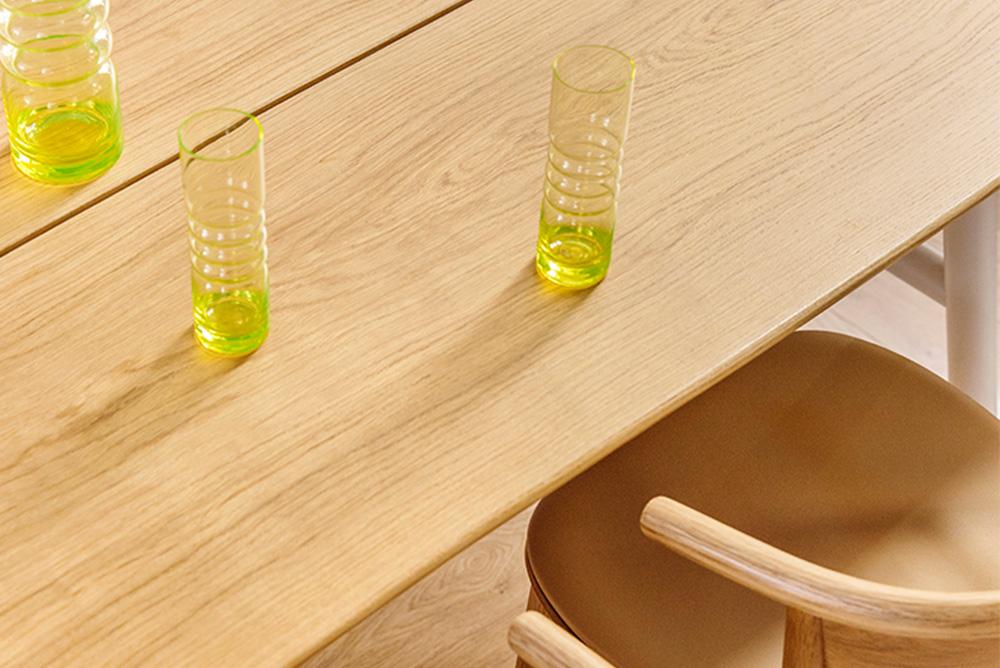 Hakola Woody-pöytä ja Mama-tuoli